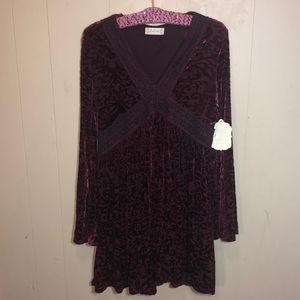 WINE/BURGUNDY VELVET LONG BELL SLEEVED DRESS